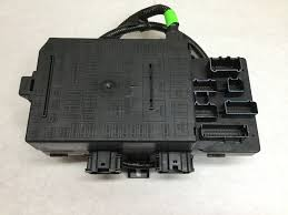 buy a new genuine ford 2005 ford expedition fuse central junction fuse junction box 2003 ford expedition 2005 ford expedition fuse central junction box junction inside truck genuine oem