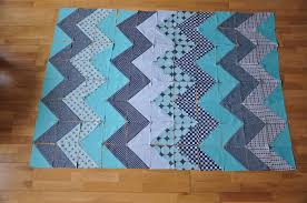 chevron quilt tutorial | Quiltylicious & Pin ... Adamdwight.com