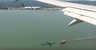 parallel planes. stunning footage shows simultaneous parallel plane landing in san francisco - mirror online planes