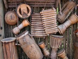 Alat musik ritmis dapat menciptakan harmoni baik saat dipadukan alat musik ritmis memiliki banyak fungsi selain menyempurnakan harmoni dalam sebuah lagu. 13 Alat Musik Sulawesi Selatan Gambar Beserta Penjelasan Lengkap