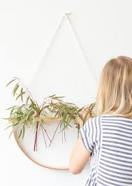 a minimal wall hanging diy that doubles as a plant holder wallhanging diyart