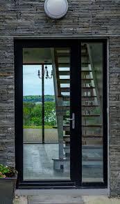 A porta de entrada de sua casa tem que ser robusta, sofisticada e acima de tudo maravilhosa, aliás é a fachada de sua casa. Porta De Aluminio Vantagens Dicas Como Limpar E Fotos