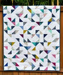 Lagoon HST Quilt (with tutorial) (Kitchen Table Quilting ... & I have been meaning to write up a tutorial for this quilt for a while, Adamdwight.com