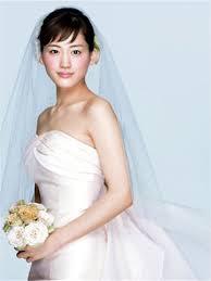 可愛い花嫁 男ウケのポイントはアクセサリーと髪型 健康寿命が大切質