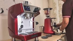 Lý do bạn nên mua máy pha cà phê CRM 3200 để mở quán cà phê   Máy pha cà phê,  Cà phê, Cà phê đá