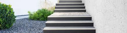 Für verschiedene einsatzorte gibt es spezielle treppen die den unterschiedlichen anforderungen gerecht werden. Minimierte Gefahr Blockstufe Mit Kontraststreifen Von Fcn