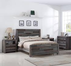 Reclaimed Wood Bed Frame to Save a Budget |