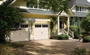 choosing the perfect pergola to make your garage door pop