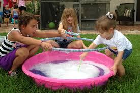 brincadeiras-divertidas-com-bolhas-de-sabão