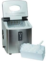 igloo ice103 counter top ice maker with a scoop of ice