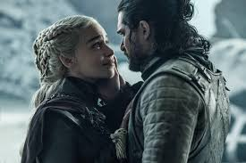 Her father was a theatre sound engineer and her mother is a businesswoman. Game Of Thrones Autor Emilia Clarke Ware Am Set Beinahe Gestorben Watson