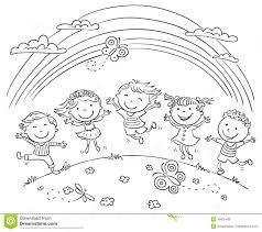I Bambini Che Saltano Con Joy On Una Collina Sotto Larcobaleno