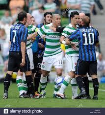 Cha Du - ri de Celtic carrés jusqu'à Wesley Schneider de l'Inter  Milan..Dublin Super Cup..Internazionale v Celtic..30 juillet 2011.(Image  Crédit Photo Stock - Alamy