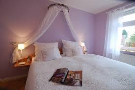 Impressive Design Schlafzimmer Flieder Dekoration Lila Bemerkenswert