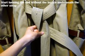 how to tie a burberry belt knot 7