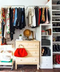 closet clothing probbly hve n wkwrd shllow ches wy r wse clothes hanger bar height