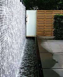 30 Creative Outdoor Backyard Water Walls_14