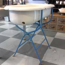 baby bathtub curiosity vintage