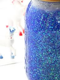 i decided to pretty up my glitter jar even more and throw a golden unicorn on top i mean why the hell not it s trendy it works
