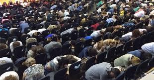 Resultado de imagem para Por que a igreja deve orar?