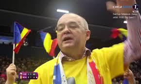Emil Boc, lider de galerie! Primarul Clujului a mers în Cehia pentru a încuraja echipa României la Fed Cup. Imagini de colecție: cum i-a îndemnat pe suporteri să-și încurajeze favoritele