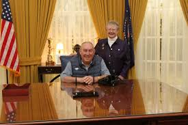 Nixon oval office Design Ron And Anne Walker Enjoy Photo In The President Nixons Oval Office At The Nixon Library Alamy Ron Walker Steps Down As Chairman Of The Richard Nixon Foundation