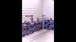 Mosaik Fliesen Badezimmer Weiss Armatur Kreis Blau Badwanne