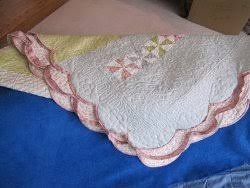 Adding Scalloped Binding to Your Quilt | FaveQuilts.com & Adding Scalloped Binding to Your Quilt Adamdwight.com