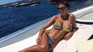Costume Da Bagno Sirenetta : Claudia galanti sirena in bikini ma i fan la insultano