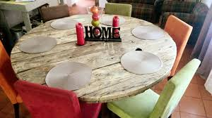 diy round shaped pallet dining table
