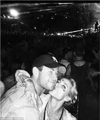 Elsa Pataky kisses Chris Hemsworth at Byron Bay's Falls festival | Daily  Mail Online