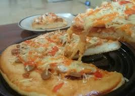 Olesi dengan bahan saus di. Resep Pizza Tanpa Telur Dan Tanpa Ulen Tetap Empuk Meski Sudah Dingin Oleh Aprilia Cookpad