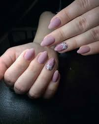 the oval matte nails does not need special treatment it is better to do manicure without additional decorative elements weighing the design