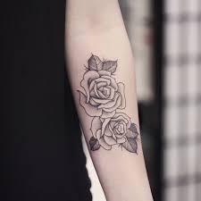классные тату для девушек с цветами на руке подборка 31 картинка