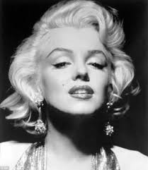 """... Marilyn Monroe - è la città dove ti danno cinquantamila dollari per un tuo bacio e cinquanta centesimi per la tua anima"""". MARILYN MONROE MARILYN MONROE - marilyn-monroe-272241_tn"""