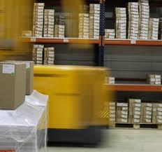 Resultado de imagen de mensajeros manejando paquetes