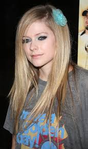 avril makes her baby blues shimmer in sparkling sea eyeshadow for the premiere of the