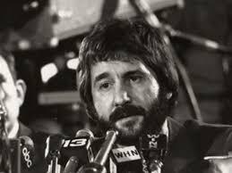 Un ritratto di Frank Serpico, il poliziotto italo-americano che nel 1970 denuncio' la vergognosa corruzione della polizia di New York. - frank_serpico
