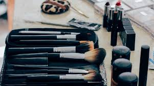 the ultimate guide to makeup and beauty while backng or traveling