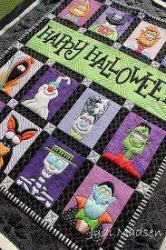 she also made this tutorial. See her tips on how she did it ... & she also made this tutorial. See her tips on how she did it. | Quilting |  Pinterest | Tutorials, Happy halloween and Amy Adamdwight.com