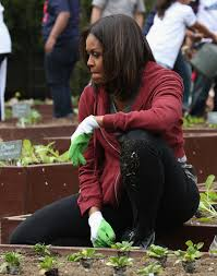 Michelle Obama Kitchen Garden Michelle Obama Plants Vegetables With A Bunch Of Cute Kids In The