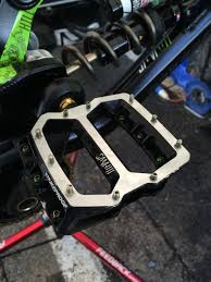the new pedal was conceived to be lighter stronger and offer the best contact point for the team s five ten s the new pedal body has a slight concave in