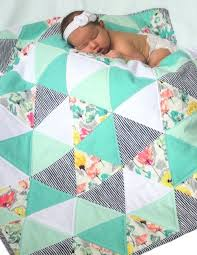 Best 25+ Baby quilts ideas on Pinterest | Baby quilt patterns ... & Zomer velden - driehoek quilt - baby quilt - mint, turkoois, koraal en wit Adamdwight.com