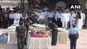 21 குண்டுகள் முழுங்க, முழு ராணுவ மரியாதையுடன் வாஜ்பாயின் உடல் தகனம்: