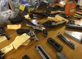Image result for polisiebeampte se vuurwapens raak weg foto