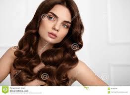 Gezond Haar Mooie Vrouw Met Lange Golvende Haarstijl Krullen Stock