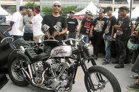 custom motorcycle builder wins best in show with his take on a