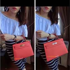 hermes kelly 28 vs 32. size diff btw #hermes kelly sellier 28 and 32 rose jaipur, 4 my is perfect on me! both are same colour which jaipur but hermes vs