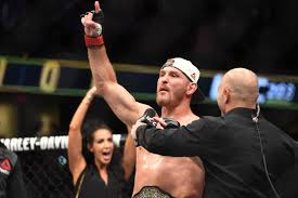 Stipe Miocic and Joanna Jedrzejczyk retain their titles at UFC 211.