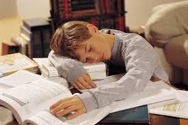 Compiti a casa: 8 suggerimenti per aiutare i figli a svolgerli